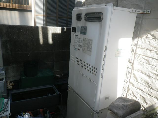 尼崎市西難波町戸建住宅 ノーリツ24号ガス温水暖房付給湯器 取替交換工事施工 大阪ガス135-1020A GTH-2417SAWXD から GTH-C2461SAWD BL