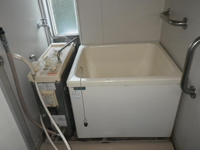 神戸市垂水区 団地 ハウステック カベピタパックイン 浴槽 取替交換工事施工 GBSQ-621D から WF-806SA