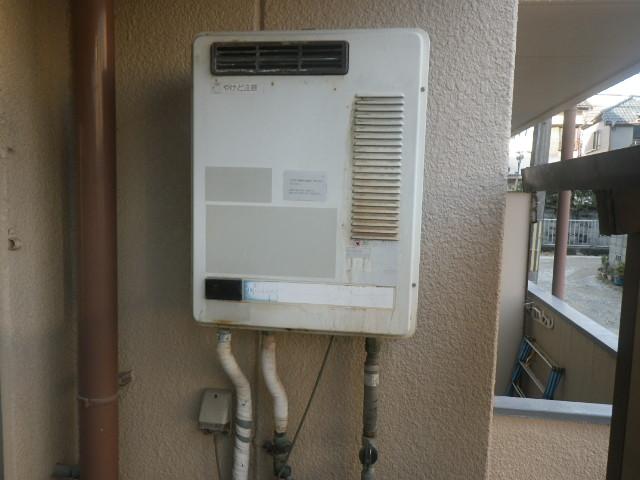 尼崎市塚口本町マンション ノーリツ16号ガス給湯器 取替交換工事施工 TOTO RGH1600NB から GQ-1639WS-1