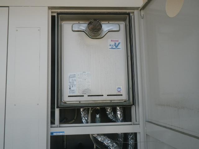 尼崎市東難波町マンション リンナイ24号ガス給湯器 取替交換工事施工 RUF-V2401SAT から RUF-A2405SAT-L(B)