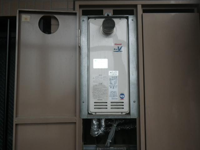 尼崎市小中島マンション リンナイ16号ガス給湯器 取替交換工事施工 RUX-VS1616T-E から RUX-VS1616T(A)-E