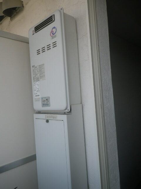 西宮市甲子園口マンション リンナイ20号ガス給湯器 高温水供給式 取替交換工事施工 パーパス TP-SQ204AR-1 から RUJ-A2010W
