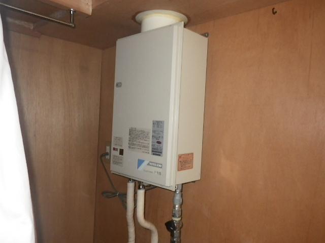 尼崎市上坂部マンション リンナイ16号ガス給湯器 屋内設置型 取替交換工事施工 TOTO RGH16CF1-D から RUX-V1615SFFUA-E