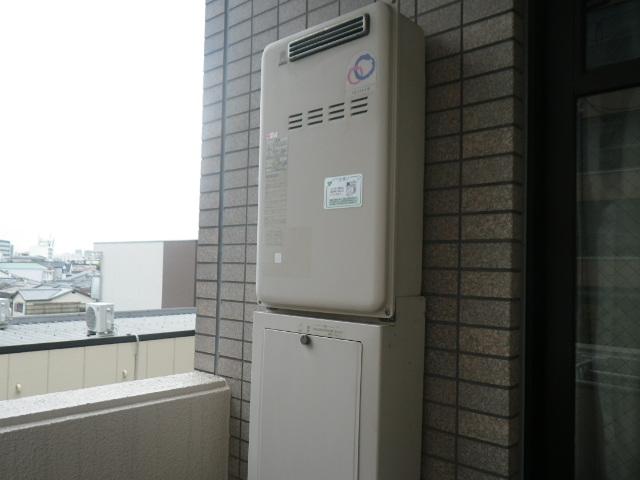 尼崎市七松町マンション リンナイ16号ガス給湯器 高温水供給式 取替交換工事施工 パーパス SQ164AR から RUJ-A1610W