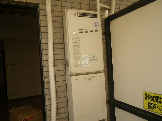 尼崎市七松町マンション リンナイ16号ガス給湯器 高温水供給式 取替交換工事施工 パーパス TP-SQ164AR-1 から RUJ-A1610W