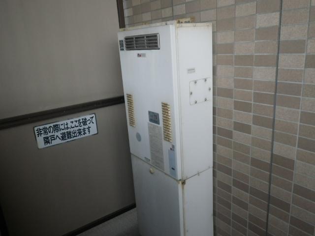 大阪市北区天神橋 マンション ノーリツ24号ガス給湯器 高温水供給式 取替交換工事施工 大阪ガス44-625 から GQ-2427AWX-DX BL