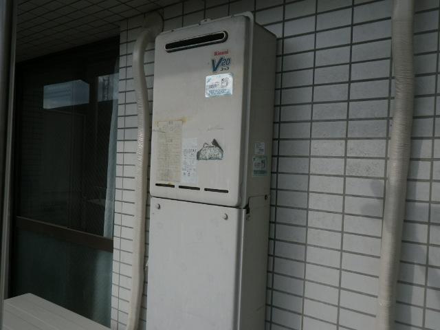 尼崎市潮江マンション リンナイ20号ガス給湯器 取替交換工事施工 RUX-V2011W-E から RUX-A2016W-E