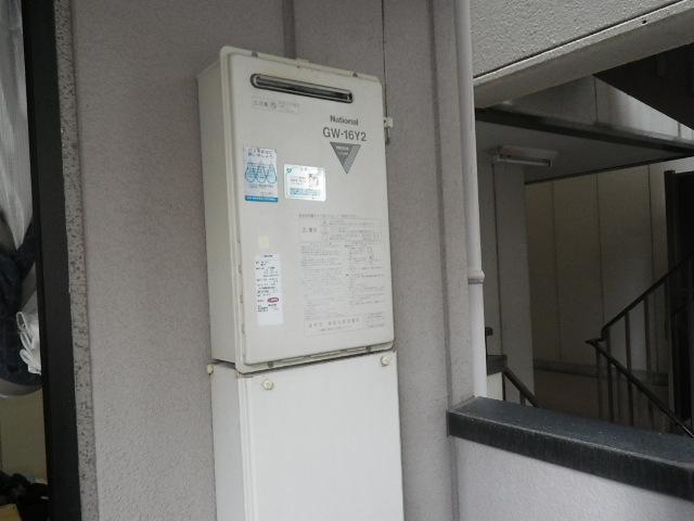 尼崎市塚口本町マンション リンナイ16号ガス給湯器 取替交換工事施工 ナショナルGW-16Y2 から RUX-A1616W-E