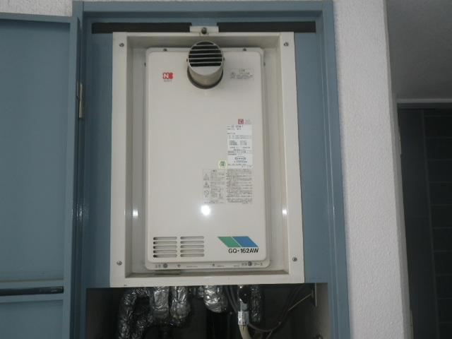 尼崎市東難波町マンション ノーリツ16号ガス給湯器 高温水供給式 取替交換工事施工 GQ-162AW-T から GQ-1626AWX-60T-DX BL