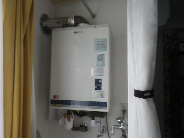 尼崎市塚口本町マンション ノーリツ16号ガス給湯器 屋内設置型 取替交換工事施工 日立KS-1611HK から GQ-1637WSD-F-1