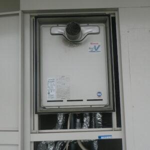 尼崎市東難波町マンション リンナイ24号ガスふろ給湯器 取替交換工事施工 RUF-V2405SAT から RUF-A2405SAT-L(B)