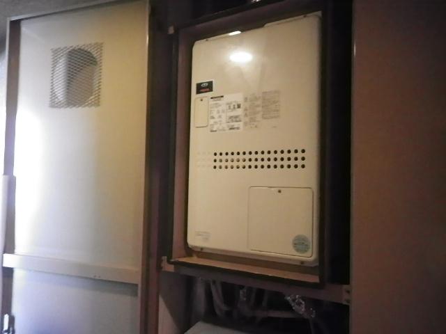 宝塚市すみれが丘マンション リンナイ24号ガス給湯暖房用熱源機 取替交換工事施工 大阪ガス135-N076A から RUFH-A2400SAU2-3