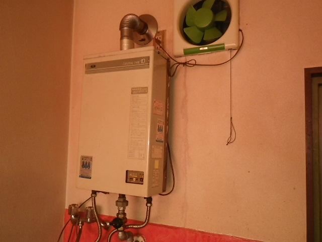 西宮市甲子園口マンション ノーリツ16号ガス給湯器 屋内設置型 強制排気 取替交換工事施工 大阪ガス から GQ-1637WSD-F-1