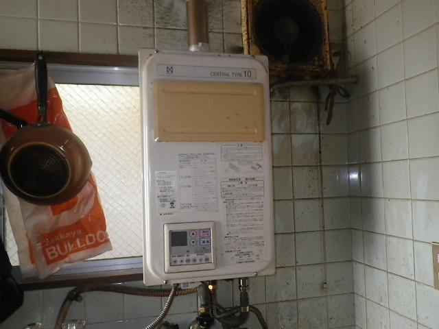 神戸市東灘区本山南町マンション ノーリツ16号ガス給湯器 屋内設置型 強制給排気 取替交換工事施工 ハーマン から GQ-1637WSD-F-1