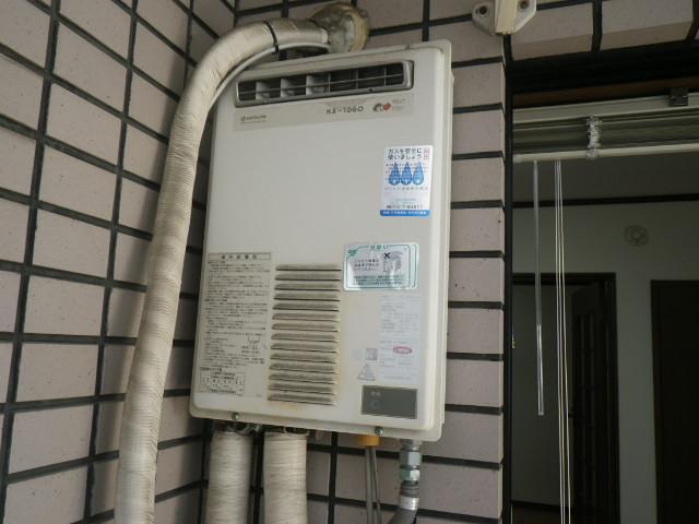 西宮市甲子園マンション ノーリツ16号ガス給湯器 取替交換工事施工 日立ハウステックKS-1660LBH から GQ-1639WS-1
