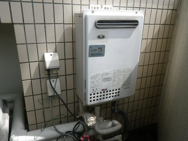 西宮市高塚町マンション ノーリツ 24号ガス給湯器 取替交換工事 GQ-2423WA から GQ-2439WS-1